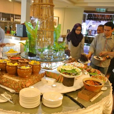 Wide range of starters from kurma to pulut serunding, jeruk, acar and many more!